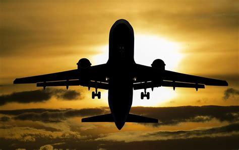 imagenes hd vacaciones fondo de pantalla de avi 243 n volar nubes sol viaje