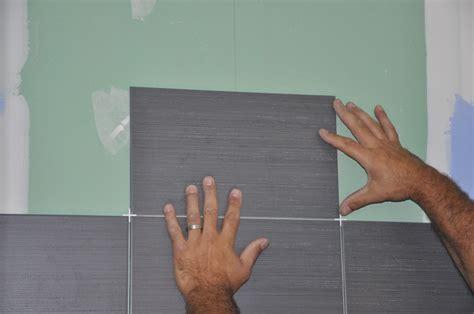 Charmant Idee Deco Faience Salle De Bain #1: 05509567-photo-poser-de-la-faience-sur-mur-salle-de-bain.jpg
