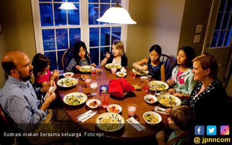manfaat membiasakan anak makan bersama  tua