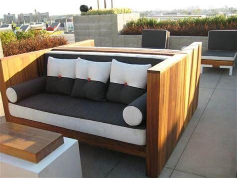 15 Diy Outdoor Pallet Sofa Ideas Diy And Crafts Diy Outdoor Sofa