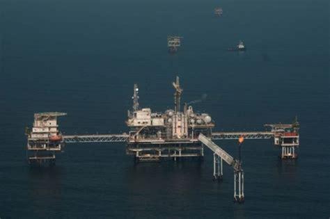 tertekan kelebihan pasokan harga minyak jatuh cendana news