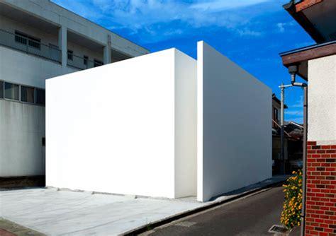 blank white box   extreme  minimalist homes