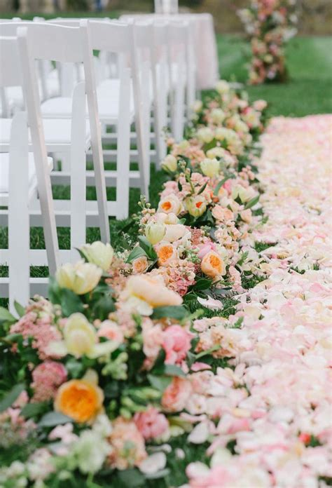 Wedding Aisle Flowers Pictures by 17 Best Ideas About Flower Petal Aisle On