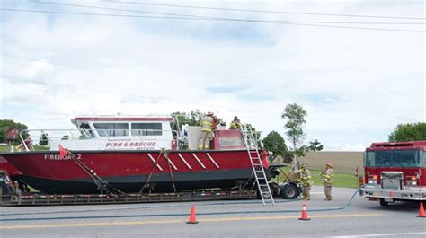 vancouver fire boat 2 scugog firefighters douse electrical blaze in rescue boat