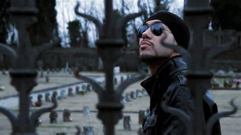 mondo marcio animale in gabbia mondo marcio a spasso nel cimitero ufficiale hd