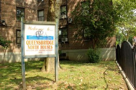queensbridge houses man fatally shot in back at the queensbridge houses police say long island city