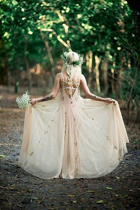 Boho Hochzeit by 21 Effortlessly Beautiful Boho Wedding Dresses Onefabday
