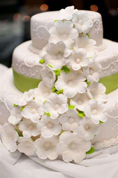 Diy Wedding Cake Flowers by My Diy Wedding Cake Weddingbee Photo Gallery