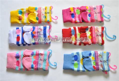 Kaos Kaki Belang Remaja Lusinan kaos kaki fashion jxz 04 jempol polka garis dari senyumummi siwahyu