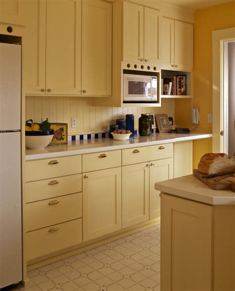 yellow backsplash with white cabinets country kitchens yellow kitchen photos 33 of 78 lonny
