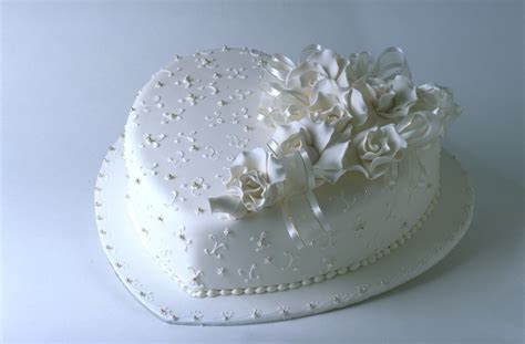 small wedding cakes  fun wedding cake choice ohh
