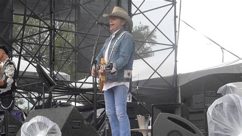 ain t that lonely yet dwight yoakam ain t that lonely yet fpsf houston 05 31