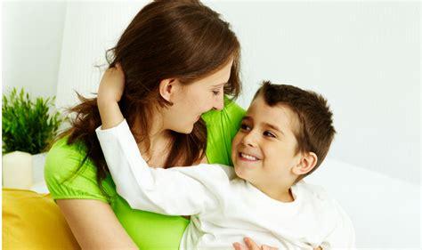 Hijo Ve A Su Mama Dedearse | 191 qu 233 hacer si tu hijo te dice que quiere un hermanito