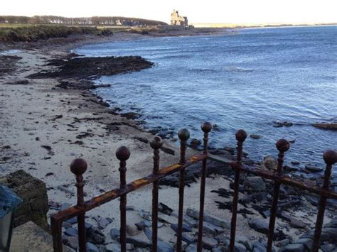 Sea Otter Cottage ackergill tower seen from sea otter cottage foto di