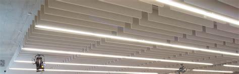 decke und wand gleiche farbe akustik im b 252 ro absorbersysteme f 252 r wand und decke
