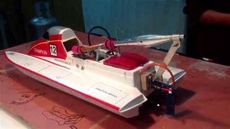 nitro rc boats youtube rc nitro f1 hornet boat with a built in 30cx nitro motor