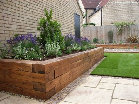 Planter Box In Front Of House by Best 25 Raised Flower Beds Ideas On