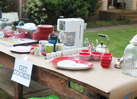 Garage Sale Tables by Organized Garage Sales Get Inspired Simply Organized