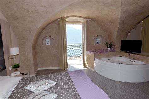suite lago di garda con idromassaggio in camere in hotel tre stelle tremosine lago di garda