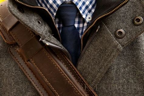 how to wear the saddleback leather shoulder