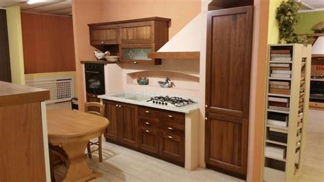 cucina classica cucina classica lineare in legno scontata 67 cucine