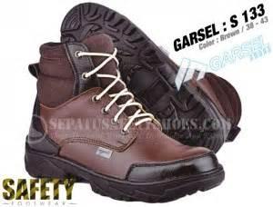 Garsel Sepatu Boot Adventure Safety Shoes Pria Bahan Ku Murah toko sepatu safety dan sepatu gunung