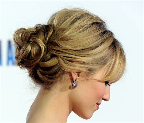 homecoming hairstyles messy bun voguish bun hairstyles for prom wardrobelooks com
