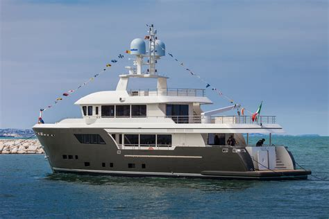 catamaran explorer yachts cdm darwin class explorer yacht acala one of the iss