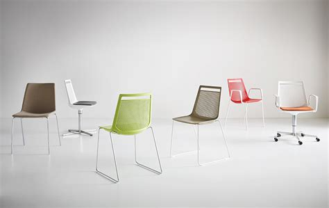 Tulip Moon Stool chairs di design gaber