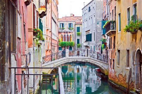 Karet Boot Supra ein kanal und alte wei 223 e br 252 cke in venedig italien