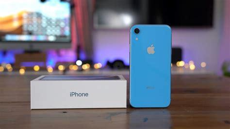 iphone xr pre orders arrive  customers   globe