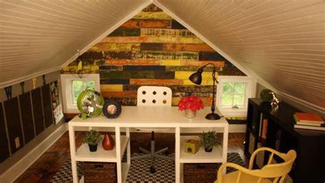 diy ways  transform  attic   great room