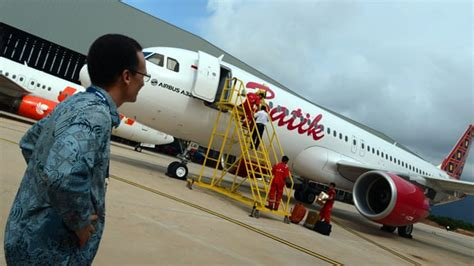 batik air emergency indonesian plane in emergency landing after bomb threat