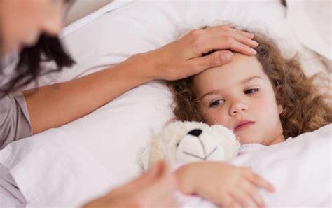 febbre e mal di testa nei bambini cause principali vomito nei bambini
