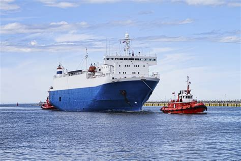 tugboat mate salary how to become a tugboat captain career trend