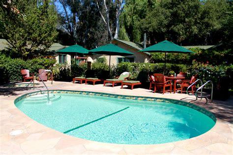 outdoor swimming pool emerald iguana inn scenery styleat30