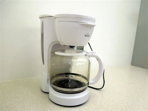 how many watts does it take to power a house how many watts of electricity does it take to power a coffee maker