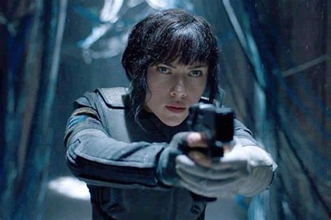 milla jovovich ghost in the shell scarlett johansson addresses the ghost in the shell