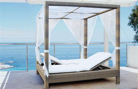 Outside Beds | patio poster bed mezzo