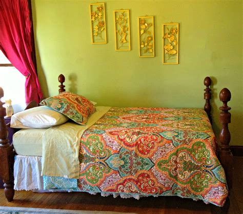 Better Home And Gardens Bedding : Retro Bedroom with
