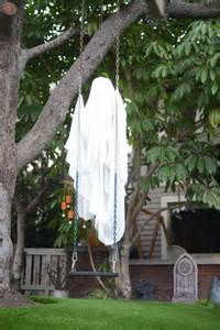 Diy Yard Decorations by 16 Diy Yard Decorations For The Scariest House Award