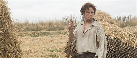 film seri outlander outlander erstes bild zeigt sam heughan im schottenrock