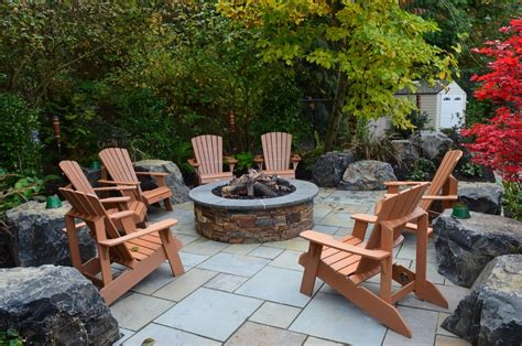 Tabletop Pits Outdoor tabletop pit with lawn furniture backyard retaining wall