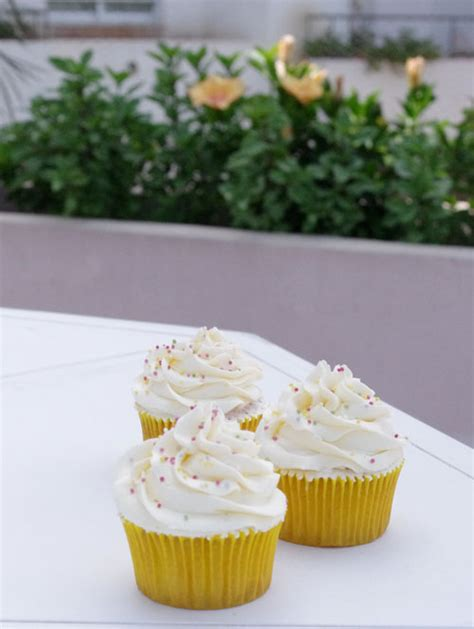 decorar tartas de limon cupcakes de lim 243 n ı recetas de cupcakes y tartas