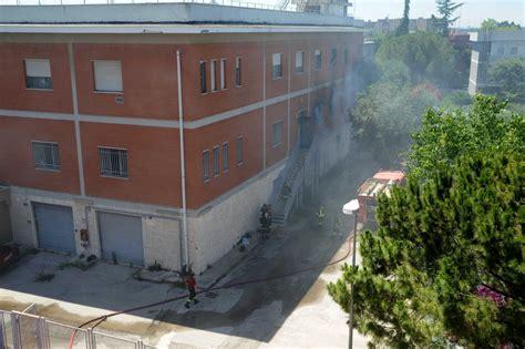 telecom sede centrale foto brucia l archivio della telecom in tilt 5mila linee