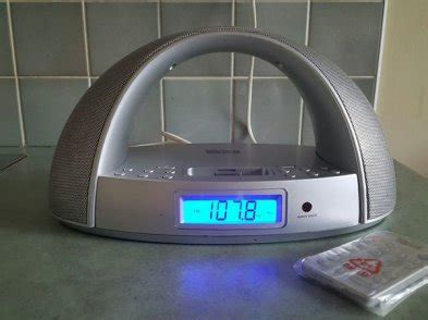 tevion docking station for ipod iphone with clock radio