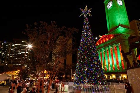 christmas lights in the city of logan light king george square decorating