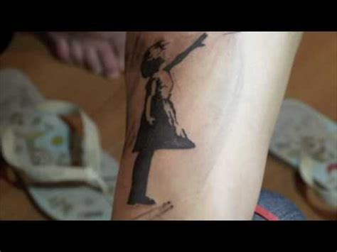 justin bieber banksy tattoo justin bieber s gets controversial banksy tattoo inked