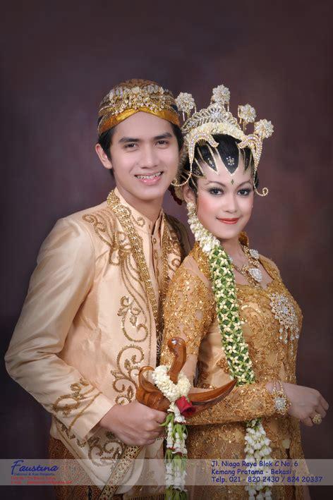 Baju Adat Jawa Timur Cowok pin pakaian adat jawa untuk pria dan wanita on