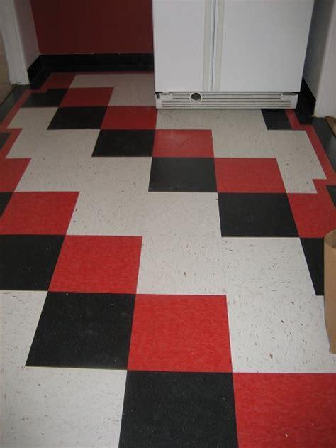 Linoleum Flooring: Black And White Checkered Linoleum Flooring